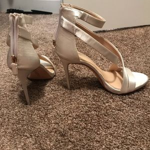 Imagine by Vince Camuto heels- ivory size 7
